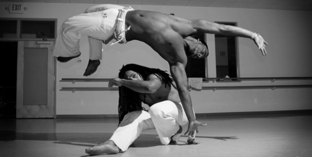Via: artweekboston.org/events/sinha-capoeira-class-roda-4/