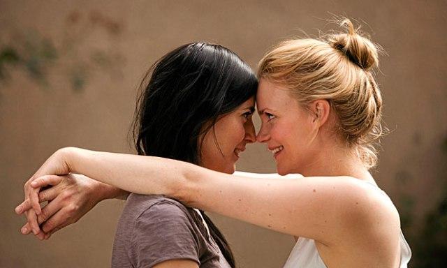 http://www.dn.se/kultur-noje/filmrecensioner/kyss-mig/
