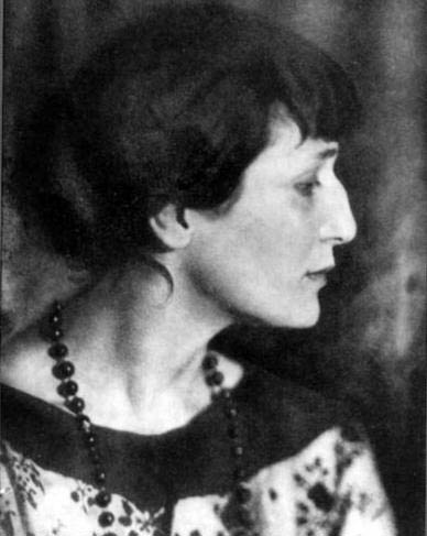 http://ulkotours.com/blog/anna-akhmatova-museum-an-insight-into-life-under-stalinist-rule/